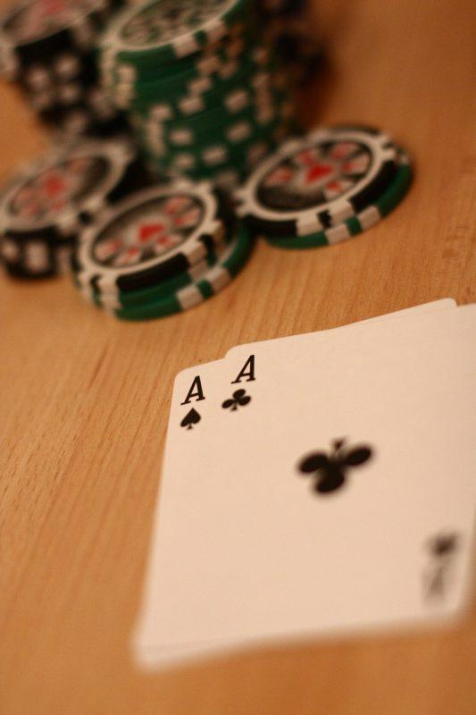 יד עם קלפים חזקים